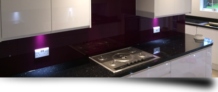A glass splashbabck in a new fitted kitchen from Splashbacks of Distinction