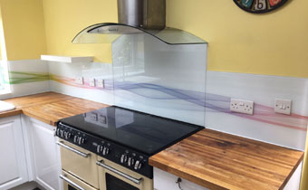 Abstract wave printed kitchen splashback