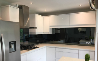 Mirror glass splashbacks