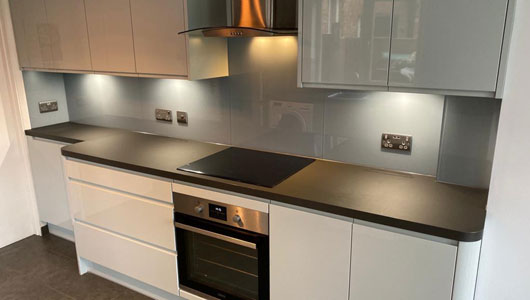 Sea blue kitchen splashbacks