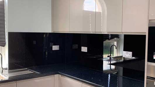 Kitchen splashback black